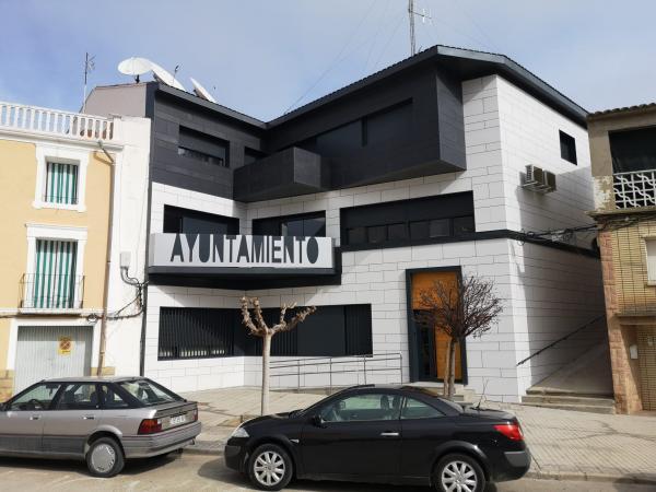 Reforma en la fachada del Ayuntamiento de Sástago